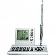Настольный прибор с калькулятором, часами, датой, календарем и ручкой